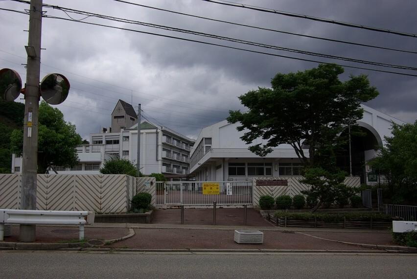 小学校 【小学校】宝塚市立すみれガ丘小学校まで1784m