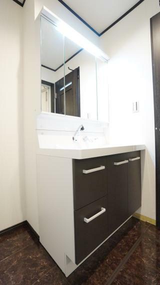 洗面化粧台 暮らしを快適に変えるシャワー付洗面台!