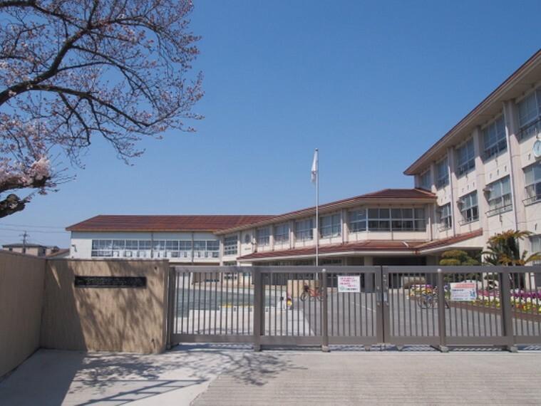 小学校 宮西小学校まで徒歩約18分。(約1400m)