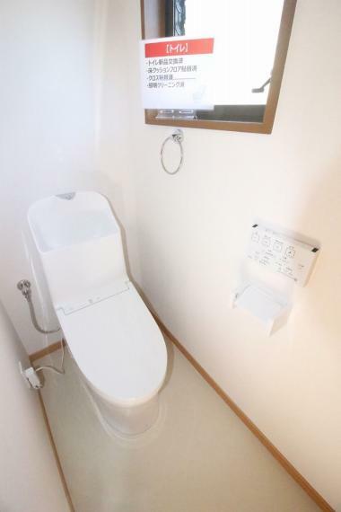 トイレ 1F、2Fともに同タイプ、新品に交換されています!