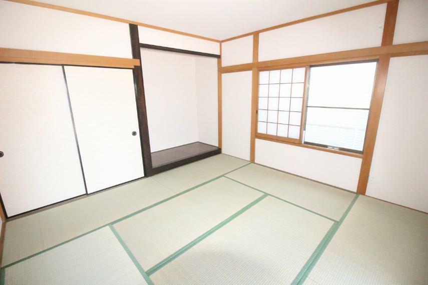 和室 広々とした和室あります!畳がきれいですね