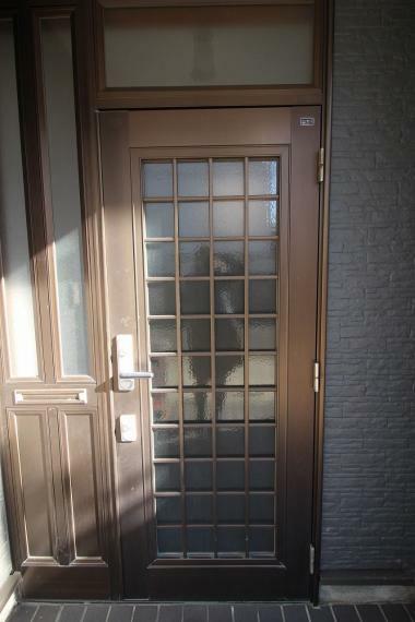 玄関 玄関は安心のダブルロックドアです!