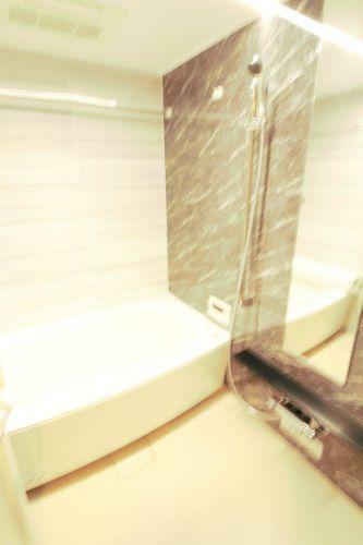 浴室 明るい浴室です