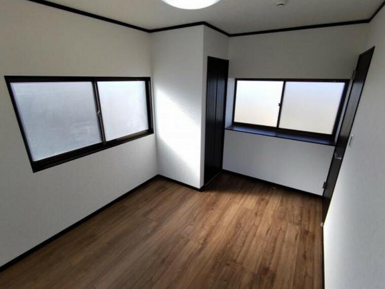 【リフォーム済】1階8畳の和室です。畳は表替え、ふすま障子は張り替えます。い草の香りに癒される、居心地の良いお部屋に仕上がりました。