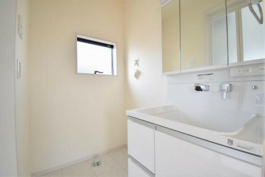 洗面化粧台 収納力と機能性に優れたお手入れラクラクな洗面化粧台です!
