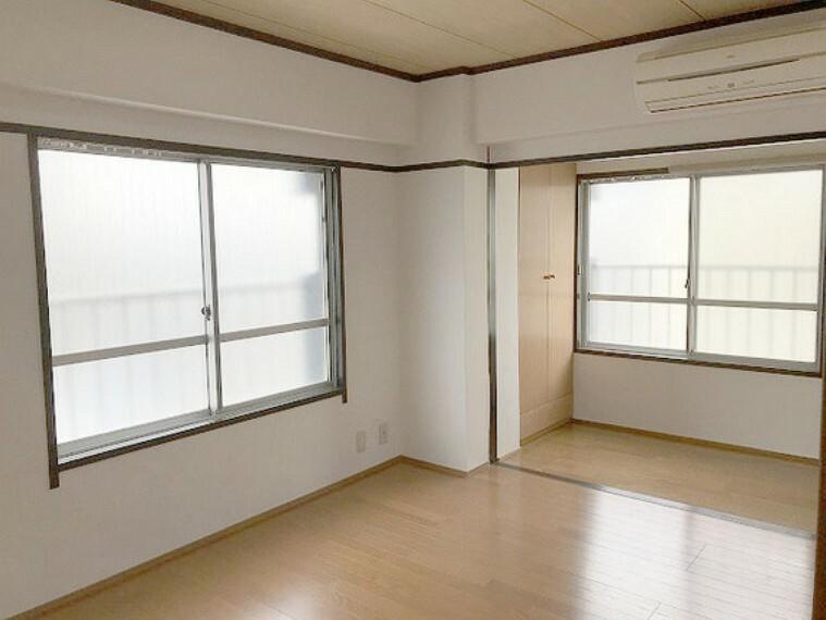 【洋室8.5畳】エアコン付きです。寝室にも書斎にもできます!