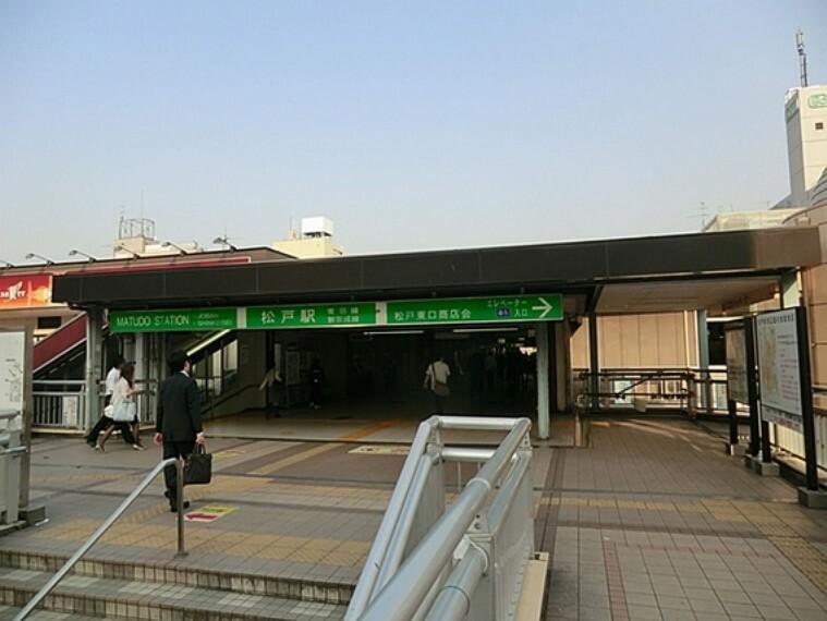 JR常磐線への乗換駅 乗降客は1日約11万人. 都心への通勤や通学・買物客など、新京成線で一番の乗降客数を誇るターミナル駅。