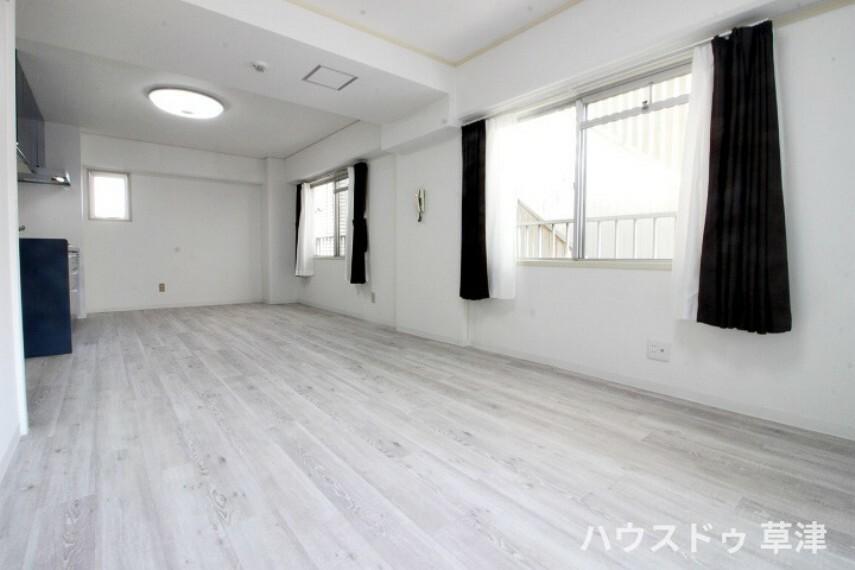 居間・リビング 長方形のLDKは家具のレイアウトがしやすく、ご家族が自然と集まる心地よい空間になりそうですね。