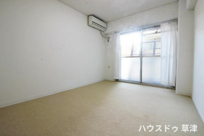 洋室 約5.8帖の洋室です。全居室南東向きですので、暖かな陽だまりに包まれます。
