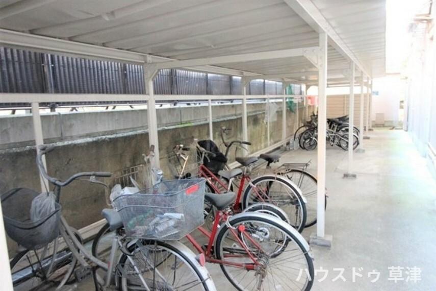 自転車置き場です。綺麗に整頓されています。