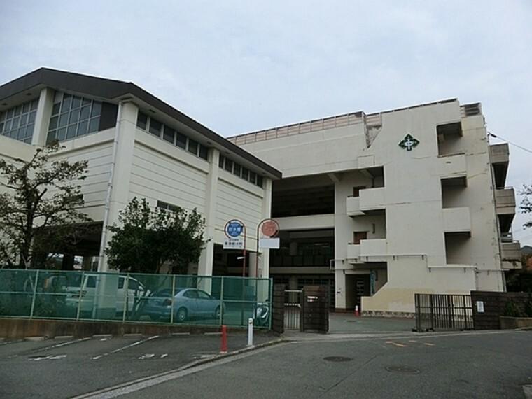 中学校 横浜市立森中学校 ~自らの将来に向け夢の実現と、自らの可能性を追求し、お互いの違いを認め、変化する社会を生きぬく人をつくります~