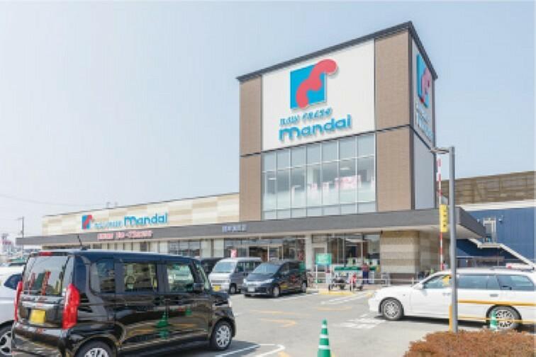 スーパー ●万代東岸和田店まで約1500m 営業時間:9時~23時30分。夜遅くまで営業しているので、買い忘れや急に「お弁当が欲しい」と言われても安心です。