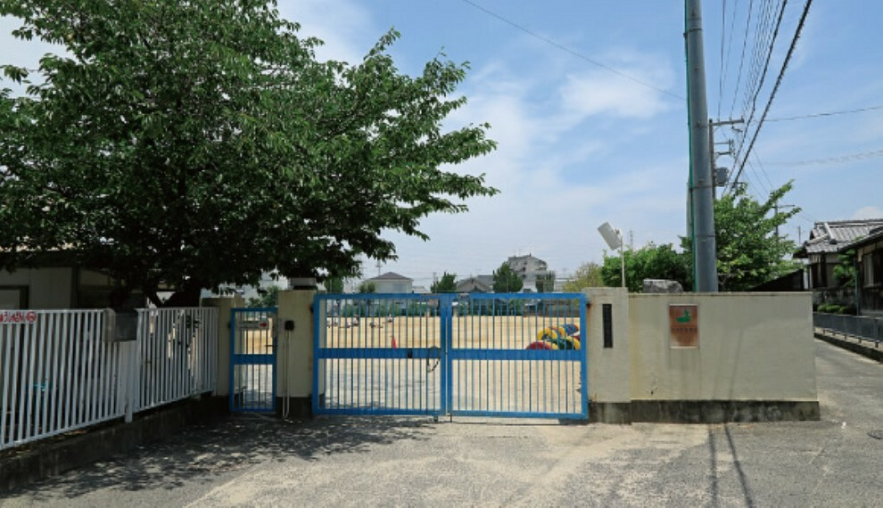 小学校 ●市立常盤小学校まで徒歩12分(約960m) 全校生徒809人(平成31年4月時点)。多くの児童が校庭で元気いっぱいに遊んでいます。