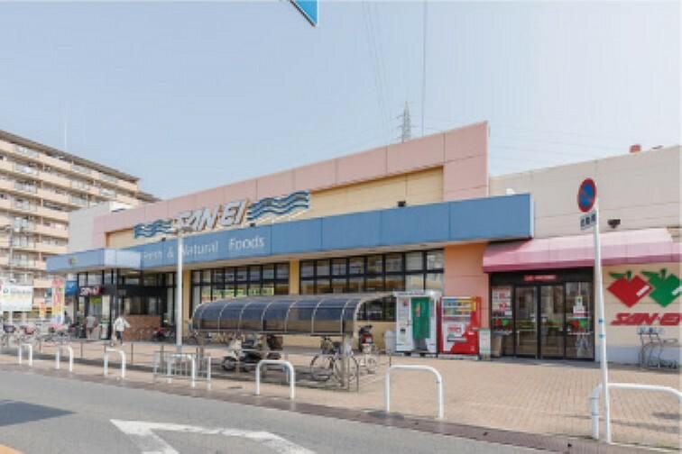 スーパー ●サンエー上松店まで約910m 営業時間:9時~21時。食品から生活用品まで豊富な品揃えのスーパーです。駐車場もしっかり完備されています。