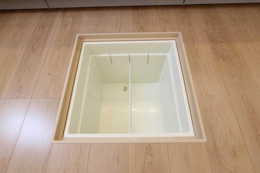 キッチン 施工例、床下収納