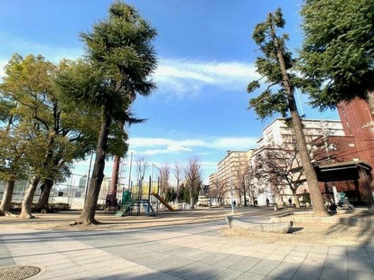 外観写真 公園からもマンションが見えます