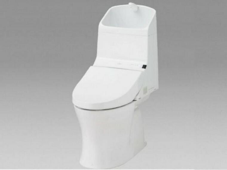 【同仕様写真】トイレは温水洗浄機能付きに新品交換します。表面は凹凸がないため汚れが付きにくく、継ぎ目のない形状でお手入れが簡単です。節水機能付きなのでお財布にも優しいですね。