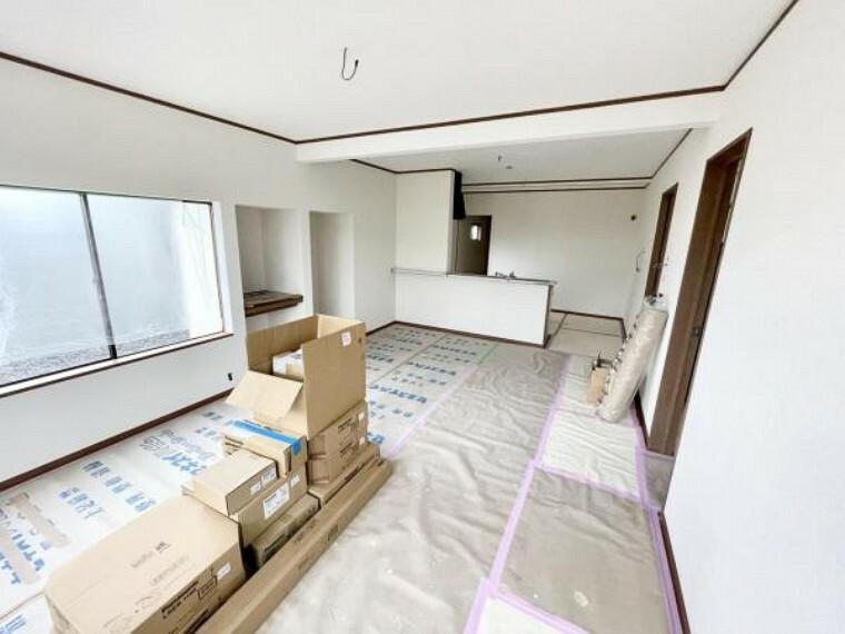 居間・リビング 【リフォーム中5/21更新】LDKです。床はフローリング張替済みです。壁と天井はクロスの張替をしました。