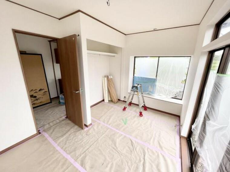 【リフォーム中5/21更新】1階6帖洋室です。もともと和室だった部屋を洋室に間取り変更しました。床はフローリングの張替え、天井と壁はクロスの張替を行いました。