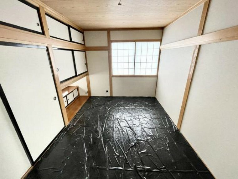 【リフォーム中5/29更新】2階6帖和室です。畳は表替えをしました。日焼けしないようにシートで保護しています。障子襖の張替、クロスの張替を行いました。