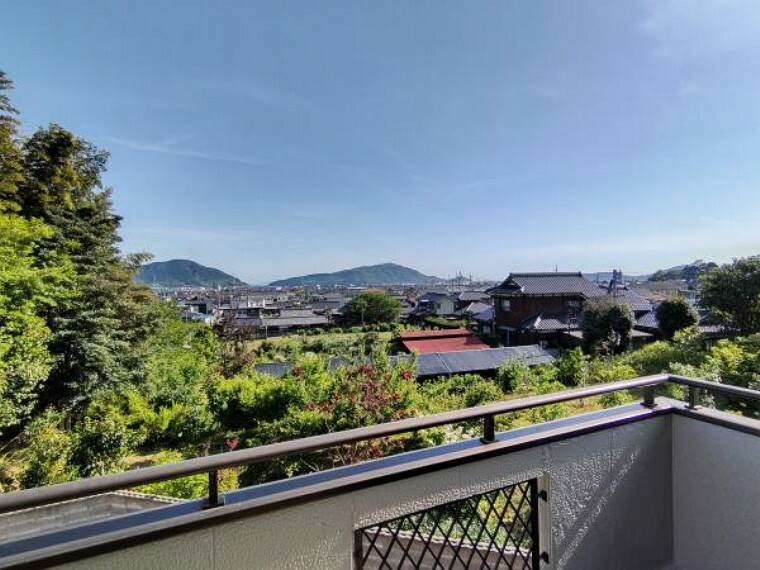 眺望 【リフォーム済】2階ベランダ西側の景色です。このお家のおすすめポイントでもあります。