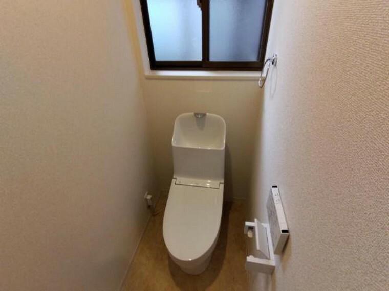 トイレ 【リフォーム済】TOTO製のトイレに新品交換いたしました。ウォシュレット機能付きで便座が冬でも温かいものが嬉しいですよね。