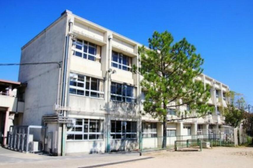 小学校 【小学校】京田辺市立草内小学校まで374m