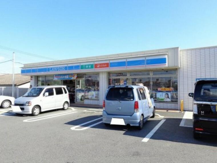 コンビニ 【コンビニエンスストア】ローソン 京田辺草内店まで257m