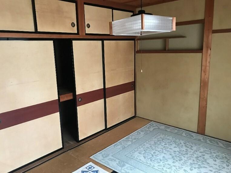 和室です。押し入れがあるので収納もたくさんとれます。