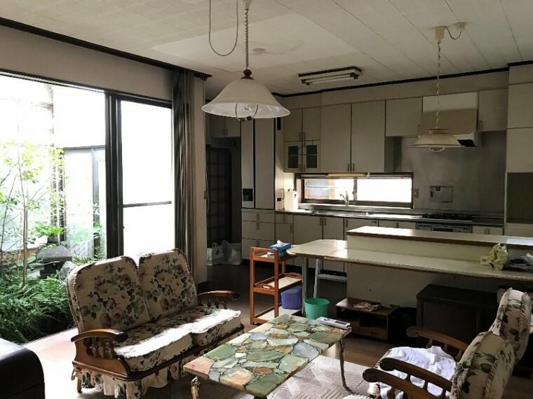 リビングです。広々していて色々家具が置けそうな場所ですね!