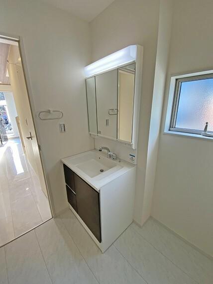 洗面化粧台 洗面室 現地写真2021.2.22撮影(同仕様写真・本物件の建物とは異なります)