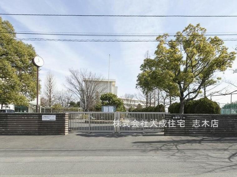 中学校 富士見市立本郷中学校(徒歩15分。)