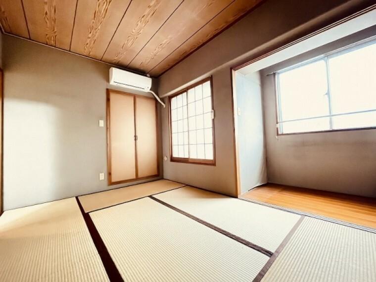 和室 エアコンも設置された明るく快適な和室です。板の間のスペースもあるので実際には6帖以上の広さがあります。