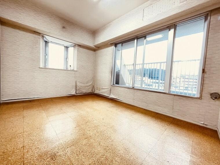 洋室 6階にある約6帖の洋室です。出窓もあり、2面採光で光と風にあふれた快適なお部屋です。