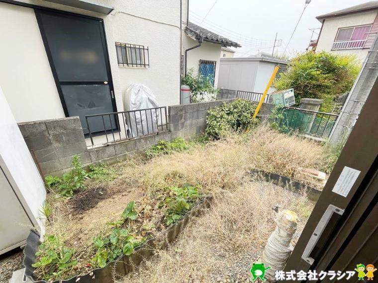 庭 専用のお庭は、癒しを与えてくれるプライベート空間です(2021年5月撮影)