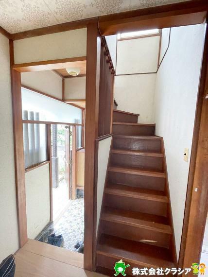 玄関 安らぎに満ちた生活空間を与えてくれる玄関です(2021年5月撮影)