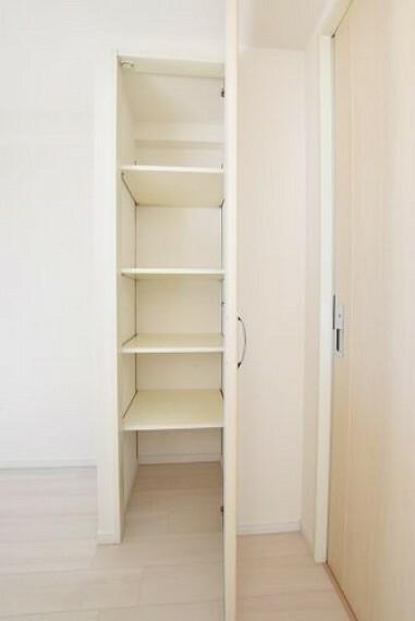 キッチン 【キッチン】キッチン横の棚は、パントリーしてご利用いただけます。