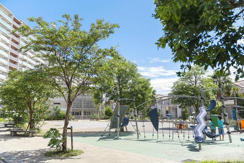 公園 稲毛海岸5丁目公園(徒歩4分)遊具のある公園へは徒歩4分!