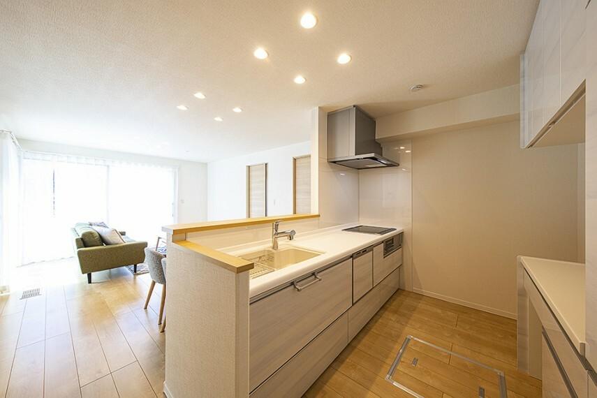 キッチン No.47_キッチン(撮影_2021年5月)対面キッチンで家族と会話を楽しみながらお料理出来ます。食器洗い乾燥機付きで冬場の手荒れも軽減してくれます。