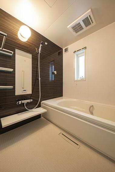 浴室 No.47_浴室(撮影_2021年5月)ゆったりと足が伸ばせる一坪タイプの浴室。浴室乾燥機付きで雨の日の洗濯も安心です。