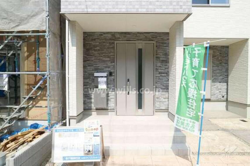 玄関 玄関の様子。ドアを開けると3LDKの広々としたお住まいが広がります。