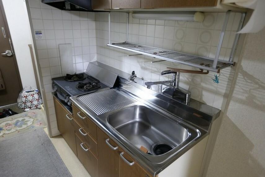 キッチン キッチンについてはコンパクトながらも使いやすいキッチンです。 ガステーブルは設置型ですので、変更することも可能です。