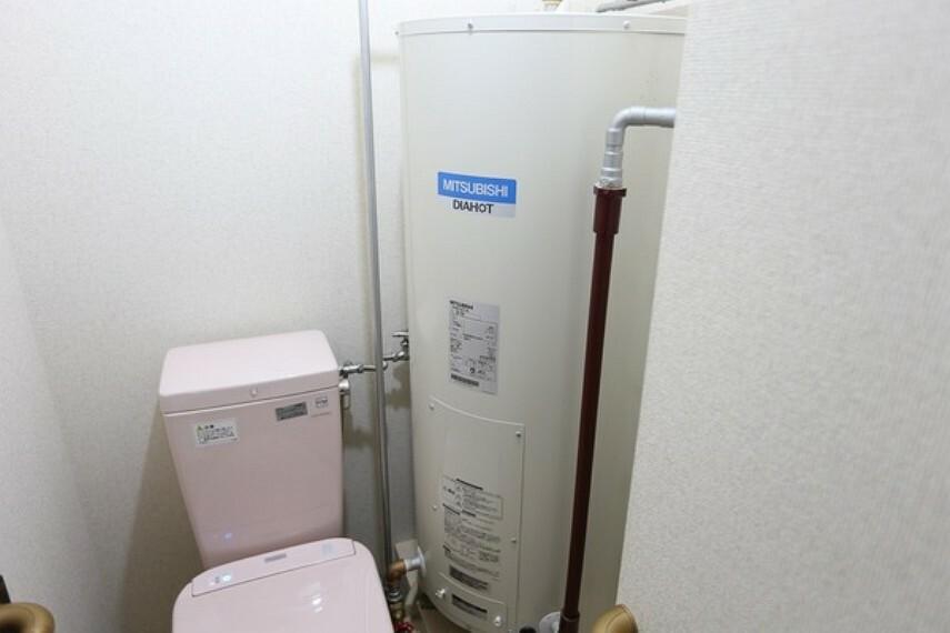 電気温水器は少し奥の空間に移動することによって、水回りの分離をすることが可能になりました。