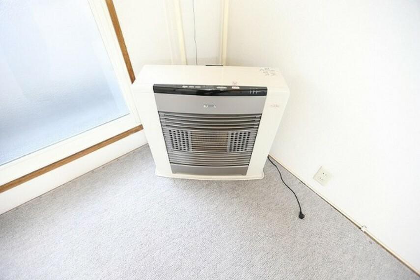 マンション全体を暖めるガスストーブは、交換されてまだ8年ほどしか経っていない為、交換の必要もなく昨日的な都市ガス暖房です。