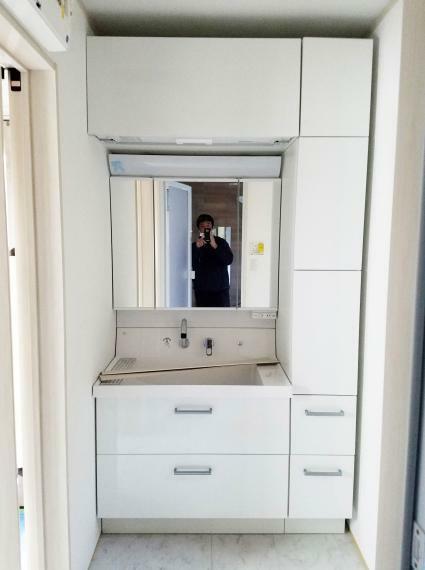 洗面化粧台 【三面鏡洗面化粧台】(同仕様) 収納たっぷりの三面鏡洗面化粧台