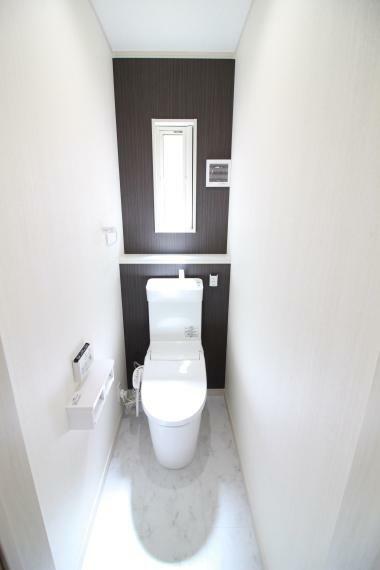 トイレ 【1・2Fパナソニック製アラウーノ温水洗浄トイレ】(同仕様) 便利な人感センサー付自動開閉蓋、電動開閉便座機能付