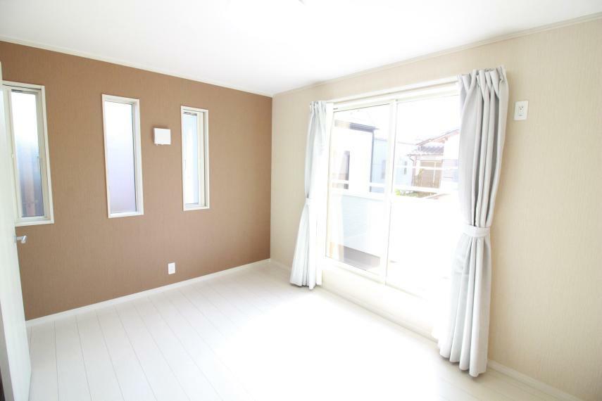 洋室 【2F洋室】(同仕様) 空気清浄機能付エアコン、Wカーテン、LED照明器具付