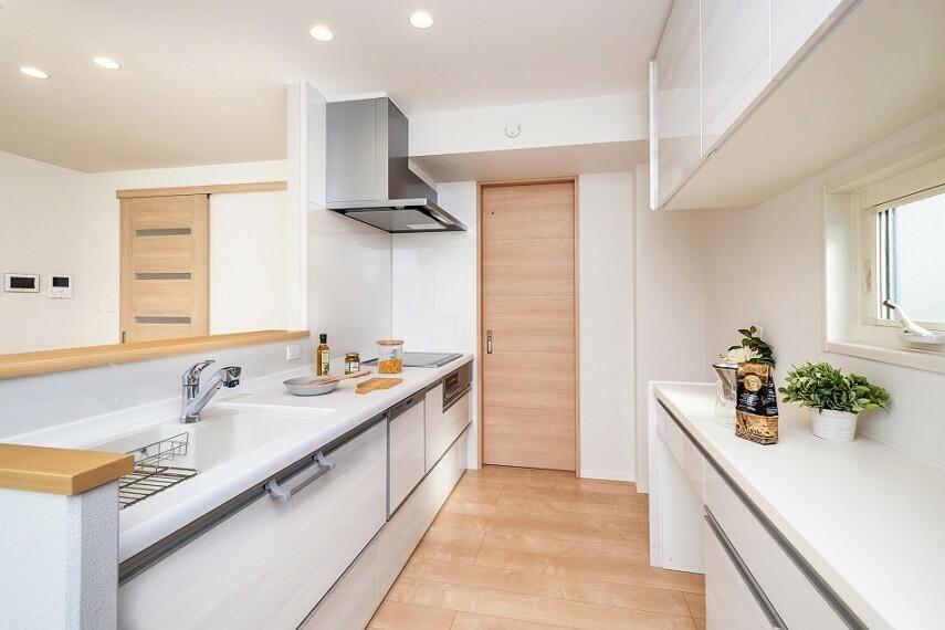 現況写真 【モデルハウス公開中!】モデルハウスNo.62_キッチン(撮影_2020年12月)収納豊富な食洗機付きキッチン。