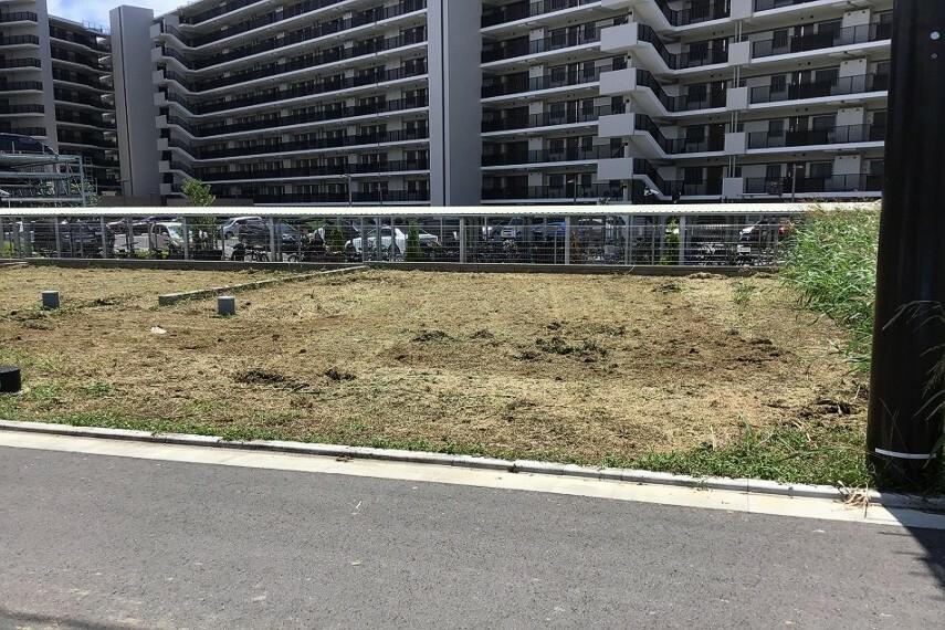 現況写真 No.72_土地(撮影_2021年7月)2台駐車+お庭が可能な成形地です。