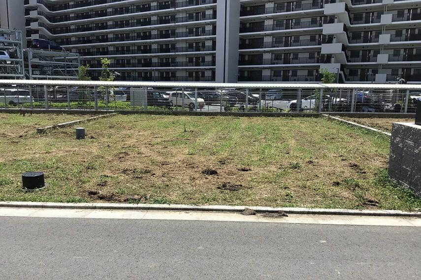 現況写真 No.74_土地(撮影_2021年7月)2台駐車+お庭が可能な成形地です。